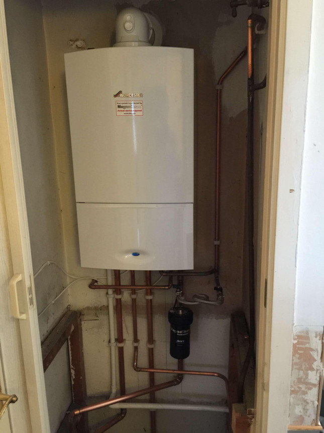 Worcester 30 si Compact Boiler in Airing Cupboard
