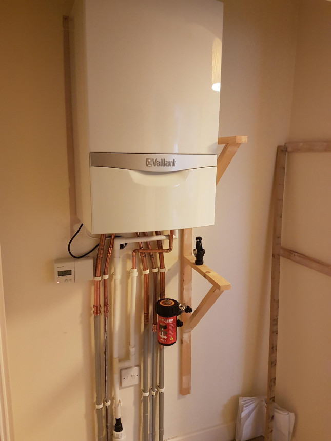 New Vaillant combi replacing an old Ferolli boiler.