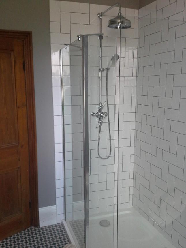 thermostatic shower installation