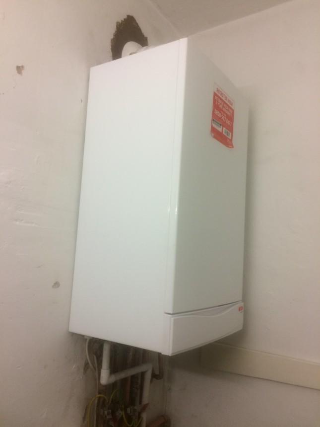 Gas combi boiler install