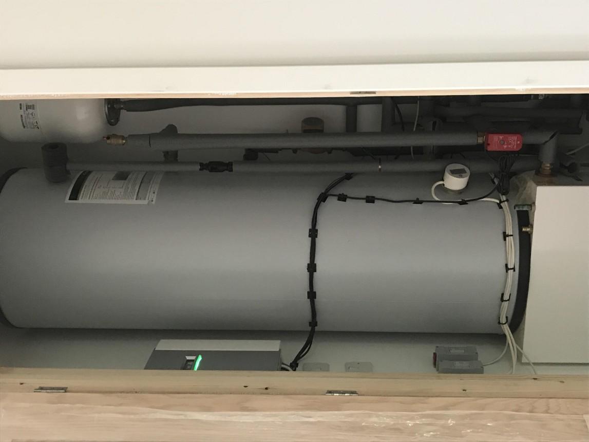 Hot water tank and buffer tank installation